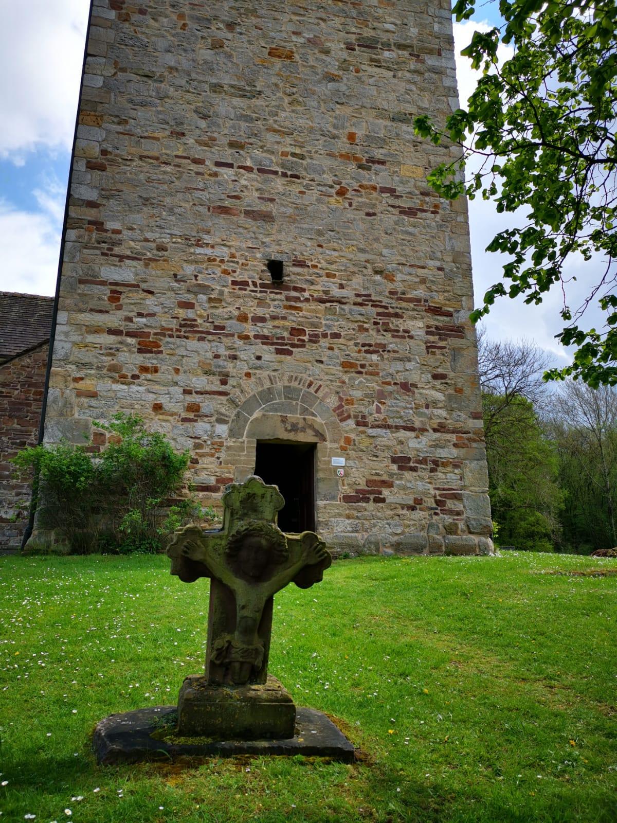Henker´s Grab an der Killianikirche in Lügde